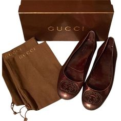 Pre-owned Gucci Metallic Leather Royal Flats ($122) ❤ liked on Polyvore featuring shoes, flats, metallic, ballerina flats, leather ballet shoes, ballerina pumps, ballet flats and gucci flats