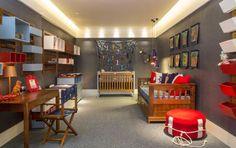 No Quarto Bebê Menino, assinado por Flávio Werneck e Glory Barreto, o azul índigo e o jeans são as cores predominantes. O espaço tem, ao todo,22 m².
