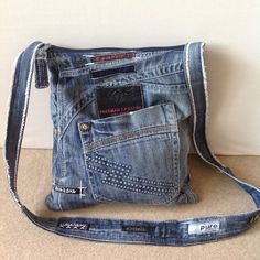 Нове зі старого. #olddenim #denim #denimbag #denimlove #denimlife #denimrecycling #denimstyle #denimfashion #denimjeanslover #handmade #handmadebag #handmadebagdesigns #fashion #fashiongram #fashionlook #fashionista #fashionstyle #fashionaccessories #themeline #handmadeinukraine #handmadeukraine #handmadelviv #handmadeinlviv
