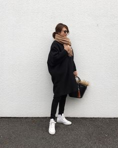 いいね!1,983件、コメント15件 ― @sa_youuのInstagramアカウント: 「2018.1.17 * black×beige×white コクーンシルエットが可愛いコートを主役にラフコーデ☺︎ * coat#rimark#リムアーク…」