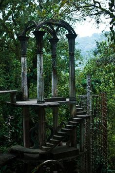 Castillo de Sir Edward Jamez Las Pozas, Xilitla This was an elaborate garden created by Edward James (the poet and surreal artist). The surreal sculptures have been neglected for years, so the jungle has reclaimed some of the land. Old Buildings, Abandoned Buildings, Abandoned Places, Beautiful Ruins, Beautiful Places, Beautiful Gardens, Edward James, Stairway To Heaven, Haunted Places