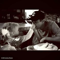 Clean up time! #messycake #daddyshelper http://www.whosay.com/l/OffbAtF Jeremy Renner so cute so adorable you both are