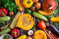 Oczyszcza, wzmacnia i leczy. Poznaj przepis na prostą do wykonania miksturę, która w naturalny sposób ochroni twoje zdrowie   WP abcZdrowie Low Calorie Vegetarian Recipes, Super Healthy Recipes, Vegetarian Meals, Healthy Foods, Chile Picante, Wholesale Food, Food Distributors, Food Suppliers, Melbourne Food