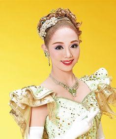 雪組 咲妃 みゆのプロフィール、出演予定、バイオグラフィーをご紹介しています。
