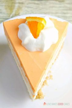 This No-Bake Orange Creamsicle Cheesecake is a nostalgic bite of bright orange and creamy vanilla, reminiscent of those long-gone summer days of your childhood. No-Bake Orange Creamsicle Cheesecake --- PIN THIS RECIPE --- As much Kraft Cheesecake Recipe, Orange Cheesecake Recipes, Banana Cheesecake, Pumpkin Cheesecake, Pumpkin Cupcakes, No Bake Desserts, Just Desserts, Dessert Recipes, Jello Desserts