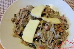Tagliatelle di Grano Saraceno con Speck, Radicchio, Porro e Toma - Le Tagliatelle di Grano Saraceno sono una ricetta nata dall'ispirazione del momento e non assimilabili ai pizzoccheri.