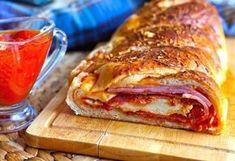 Ingrediente: aluat de pizza salam sunca salam pepperoni provolone/gorgonzolla mozzarella parmezan galbenus ulei de masline sos de pizza Citeste si despre Rulada cu umplutura de pizza - Reteta mai jos Mod de preparare: Unii...