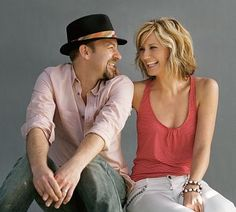 A fun band portrait poster of Jennifer Nettles and Kristian Bush of Country Music group Sugarland! Scoot yer boots on over and check out the rest of our great selection of Country Music posters! Need Poster Mounts. Country Music Awards, Country Music Artists, Country Singers, Jennifer Nettles, Dont Forget To Smile, Don't Forget, Band Photography, Reasons To Smile, Music Tv