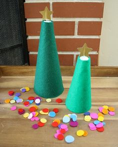 Christmas Activities for Kids: Decorate the Felt Christmas Tree - Buggy and Buddy