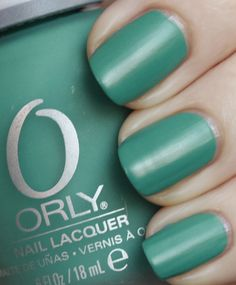 Viridian Vinyl is a cool blue-green teal that is very similar in color to Sally Hansen Fairy Teal.  Since this is a Fall collection I see this as being great transition from the turquoise hues that have been so dominant this season.