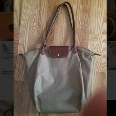 Beige longchamp large bag Beige longchamp bag, size large, no wear, no issues (small bag is originally $95, selling for $50) Longchamp Bags Shoulder Bags
