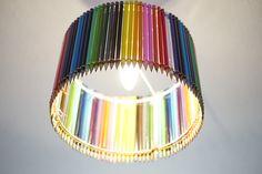 Lampe en crayons de couleurs faite main