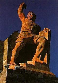 El Monumento al Pípila realizado en honor de El Pípila, fue creado a base de cantera rosa y fue inaugurado en septiembre de 1939... #Mexico