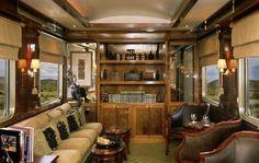 O Blue Train tem 4 suítes com mordomo à disposição. Alguns vagões possuem bar, restaurante e área para fumantes. Simplon Orient Express, Safari, Blue Train, Old Trains, Vintage Trains, Rail Car, Train Journey, Suites, Train Rides