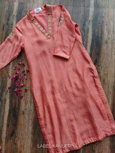 Peach Gota Patti V-neck Kurta Indian Attire, Indian Wear, Indian Outfits, Kurta Designs, Blouse Designs, Fancy Dress Design, Neck Designs For Suits, Embroidery Neck Designs, Kurta Neck Design