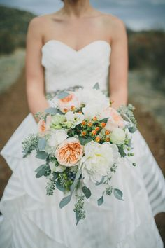 Peach and white bridal bouquet. Photography: Brett & Tori Photographers - www.brettandtori.com