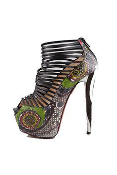 Tendencias: Los zapatos más rompedores de 2013 Sandalia tribal con plataforma XL, de Christian Louboutin.