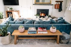 21 Cozy Living Room Designs With Fireplace - Lifesoever A warm and c. 21 Cozy Living R Cozy Living Rooms, Home Living Room, Apartment Living, Living Room Furniture, Living Room Designs, Living Room Decor, Blue Velvet Sofa Living Room, Furniture Nyc, Kitchen Living