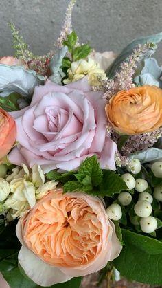 Ranunculus Flowers, Pastel Flowers, Spring Flowers, Bridal Bouquet Fall, Flower Bouquet Wedding, Rose Bouquet, Mustard Yellow Wedding, Pastel Wedding Theme, Flower Video