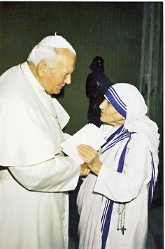 Mother Teresa and Pope John Paul II. Today we see them as Two Canonized Saints! Paul 2, Pope John Paul Ii, Saint Jean Paul Ii, Saint John, Papa Juan Pablo Ii, Saint Teresa Of Calcutta, Lady Of Fatima, Papa Francisco, Blessed Mother