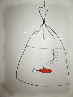 De retour de la fête foraine avec un poisson?  Cadeau original pour une déco murale à la fois poétique et unique. dimensions : 30x20 cm en tissu et fil métal noir  Choisi - 16108253