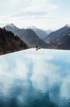 Superbe boutique hotel dans les Dolomites, Sud-Tyrol Italie Merano / Wonderful boutique hotel and his infinity pool in the Dolomites, Italy!
