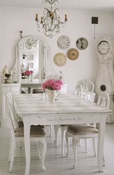 Shabby Chic Living Room | Friday Favorites - Five Shabby Chic Looks | Rustic Crafts & Chic Decor