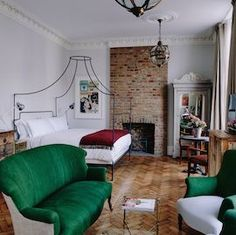 Visit Artist Residence Hotel in London, an eclectic boutique hotel with a restaurant and cocktail bar in Pimlico, just 5 minutes from Victoria Station.