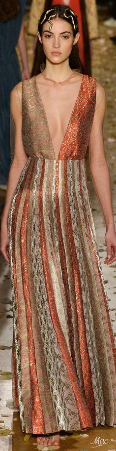 #Farbbberatung #Stilberatung #Farbenreich mit www.farben-reich.com Spring 2016 Haute Couture Valentino ❤