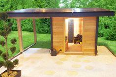 Abri de jardin Solaire Box SB5 avec son extension de toit qui lui permet de produire de l'électricité solaire.