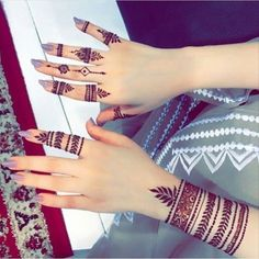 New fingers Henna designs - Henna mehndi Finger Henna Designs, Henna Art Designs, Mehndi Designs For Girls, Mehndi Designs 2018, Modern Mehndi Designs, Mehndi Designs For Fingers, Wedding Mehndi Designs, Mehndi Design Pictures, Mehandi Designs