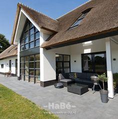 Romantisch rietgedekte villa in natuurlijke omgeving te Lunteren - HaBé | Bouwen in Stijl