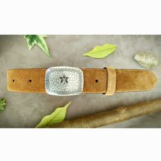 Mallot plaque, a retro style buckle inspired by nature and adventure #retrostyle #belts #onlineshop #handmade #madeinitaly #suede