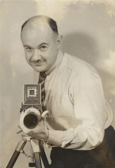 Roman Vishniac in his portrait studio, Upper West Side, New York 1940 - Roman Vishniac