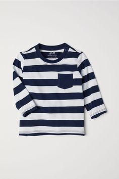 Long-sleeved top in soft organic cotton jersey with a chest pocket. Snap fastener on one shoulder (sizes without snap fastener). Striped Long Sleeve Shirt, Long Sleeve Tops, Long Sleeve Shirts, Baby Boy Outfits, Kids Outfits, Coton Bio, Fashion Company, Sleeve Styles, Blue And White