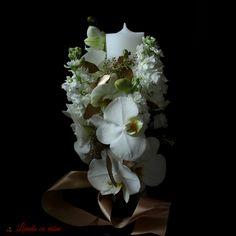 Lumanare de botez eleganta #lumanare #botez #alb #auriu #orhidee #baptism #candle #gold #white #elegant #madewithjoy #paulamoldovan #livadacuvisini #vip Baptism Candle, Vip, Crown, Candles, Elegant, Gold, Classy, Corona, Candy