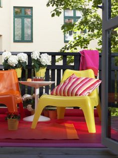 Μας αρέσουν τα έντονα χρώματα γιατί δίνουν ζωή στο μπαλκόνι μας. Παράλληλα, λέμε ναι στην άνεση. Με τις πολυθρόνες ΙΚΕΑ PS VAGӦ έχουμε και τα δύο!
