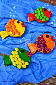 Cupcakes pestisori - CAIETUL CU RETETE Prosciutto, Cupcakes, Parmezan, Cookies, Outdoor Decor, Desserts, Muffins, Food, Crack Crackers