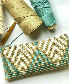 Mochila Crochet, Crochet Pouch, Form Crochet, Crochet World, Crochet Motif, Crochet Designs, Knit Crochet, Crochet Bag Tutorials, Crochet Instructions