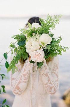 Свадебные тренды 2015 - растрёпанный букет невесты