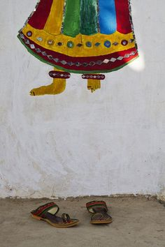 Wear your Imagination   #kutch #colorful_artwork #wearable_art #tribal_art #graffeti #imaginantion #indianculcture Beautiful handmade art in Kutchi home with hand made woman sandal with Kutchi art work..