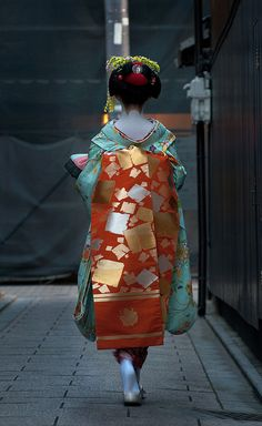 Beautiful Kimono/Obi color combo by dragons&dreams Kimono Japan, Japanese Culture, Japanese Art, Traditional Japanese, Kimono Chino, Mode Bizarre, Memoirs Of A Geisha, Vladimir Kush, Art Asiatique