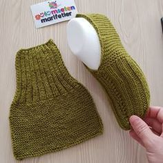Best 12 Super Easy Slippers to Crochet or to Knit – Design Peak Super Easy Slippers to… – Crochet Design Easy Knit Peak slippers super Crochet Designs, Knitting Designs, Knitting Patterns Free, Knitting Projects, Crochet Projects, Sewing Patterns, Crochet Patterns, Knit Slippers Free Pattern, Crochet Socks