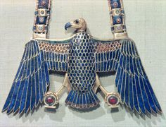 Necklace with vulture pendant, from the tomb of Tutankhamun (c.1370-52 BC) New Kingdom (gold encrusted with lapis lazuli and cornelian)