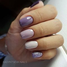 Lila pastel glitter nails