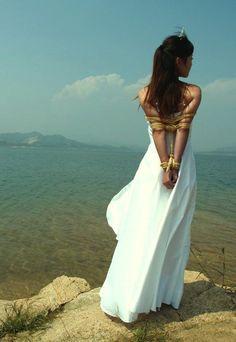 Shibari on the shore
