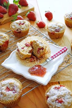 Strawberry Rhubarb Muffins with Rhubarb Conserve / Pattys Food