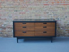 Mid Century Modern Painted Black and Walnut Six Drawer Low Dresser - 50s 60s - Danish Style - Mad Men op Etsy, 358,82 €