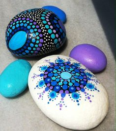 Unique bunch of 5 painted stones, painted in blue, turqoise and purple. Sizeof big stones : 9cm x 6cm, 7cmm x 6cm All stones are collected from different beaches all around the Mediterranean Sea, painted using acrylic paint and sealed with varnish in order to protect them. Not suitable for outdoors.