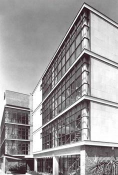 Escuela de Enfermería del ISSSTE,calle Dr. Roberto Gayol, Del Valle, Benito Juárez, México, DF 1964  Arq. Enrique del Moral -  ISSSTE School of Nursing, Del Valle, Mexico City 1964